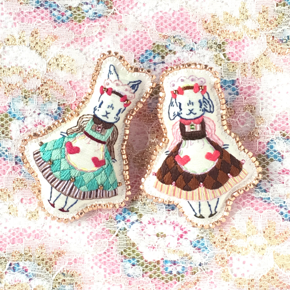 ウサギ姉妹、カフェでお手伝い♪